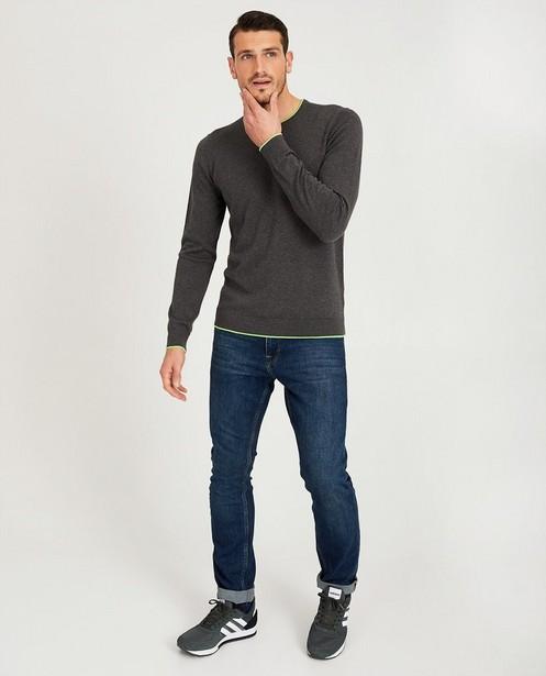 Donkergrijze trui van tricot - met felgroene boord - JBC
