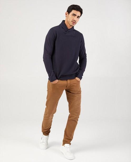 Blauwe trui met sjaalkraag - met gebreid patroon - Quarterback