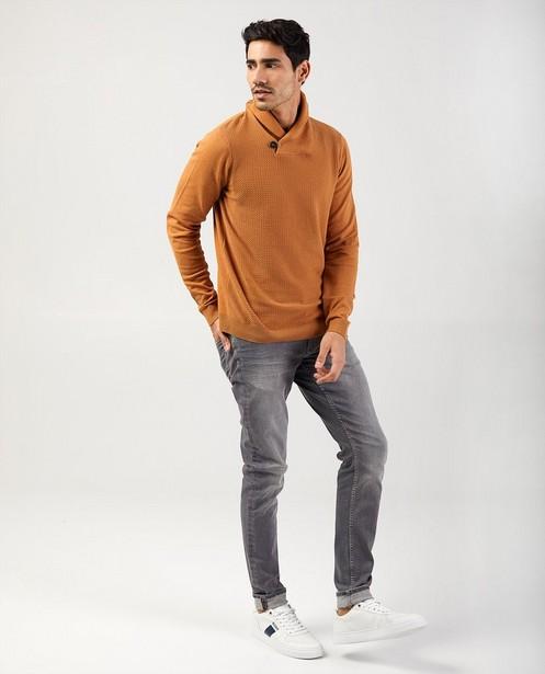 Beige trui met sjaalkraag - met gebreid patroon - Quarterback