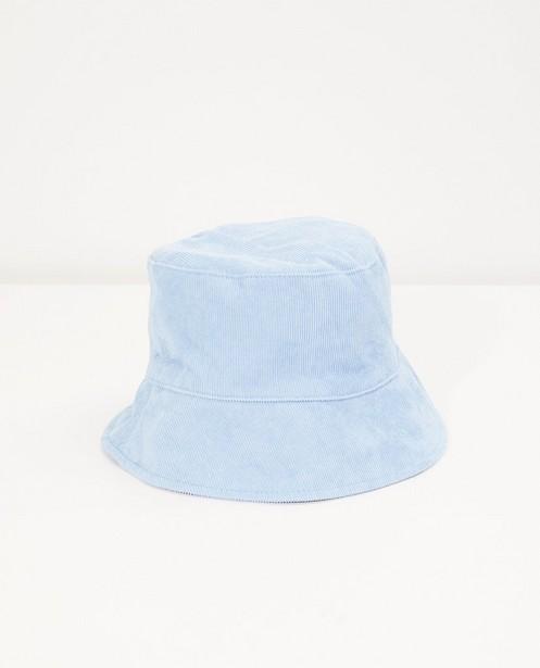 Lichtblauw hoedje van ribfluweel - met fijne rib - Fish & Chips