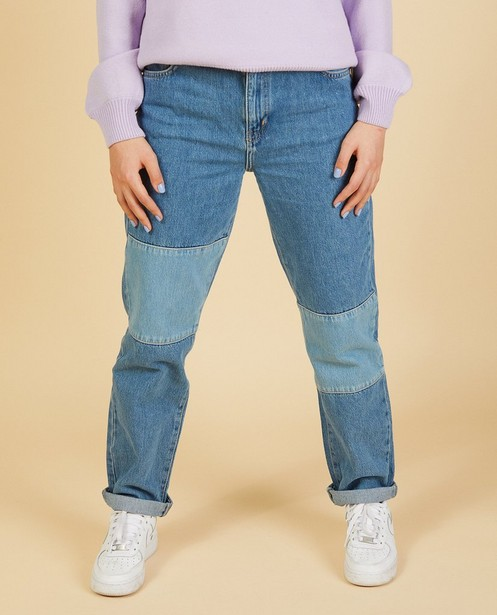 Jeans mom en denim mélangé Nour & Fatma - bleu clair et bleu foncé - Nour en Fatma