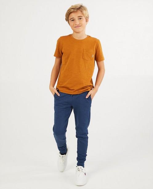 T-shirt brun avec une poche de poitrine BESTies - en coton flammé - Besties