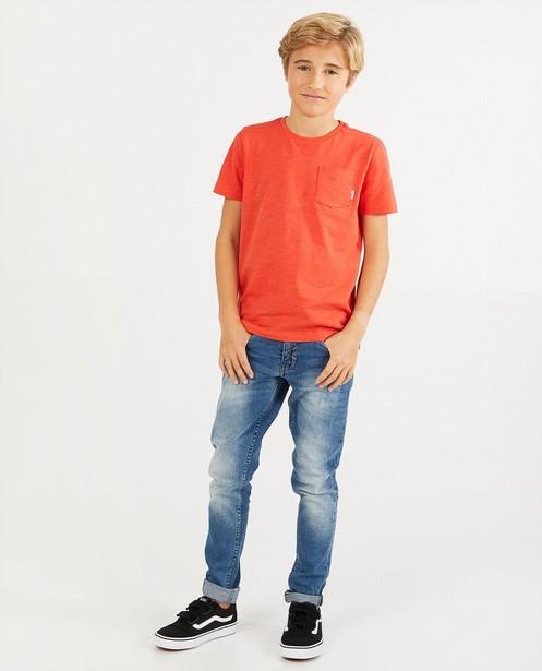 T-shirt rouge avec une poche de poitrine BESTies - en coton flammé - Besties