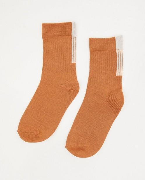 Chaussettes brunes avec une rayure blanche - et un relief côtelé - JBC