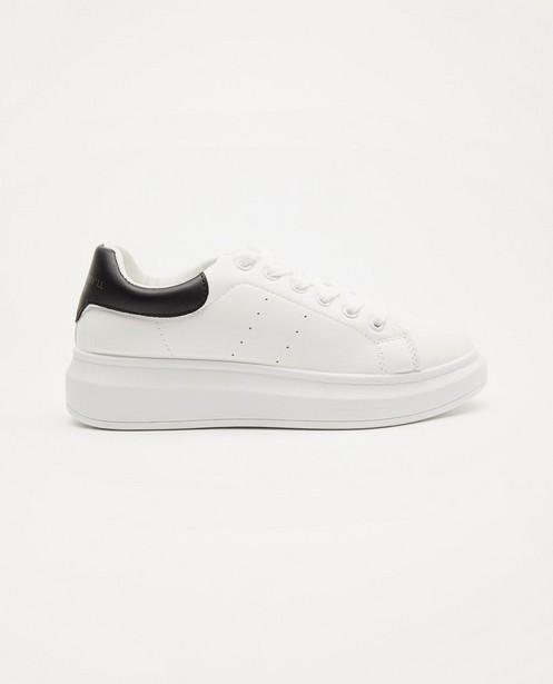 Witte sneakers, maat 36-41 - met opschrift - Sora