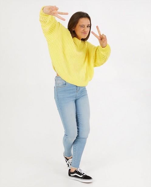 Pull jaune en fil chenille - en tricot - Groggy
