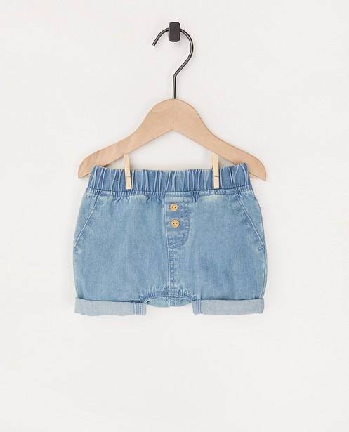 Short en chambray bleu clair - avec des boutons décoratifs - Newborn