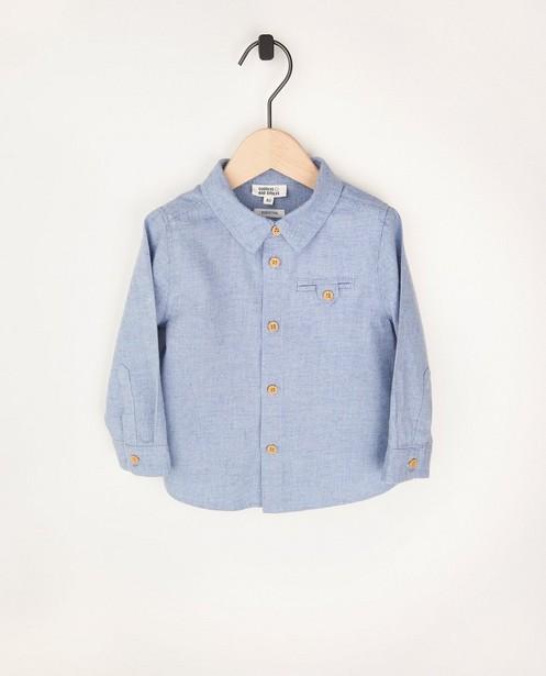 Lichtblauw hemdje van biokatoen - met houten knoopjes - Cuddles and Smiles