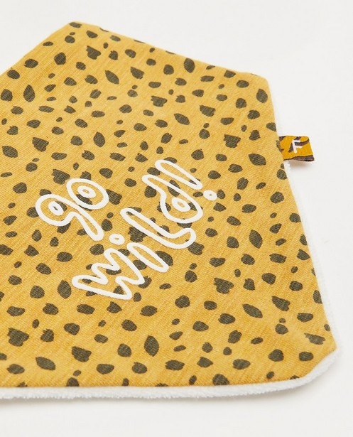 Breigoed - Geel spuugdoekje met print Feetje