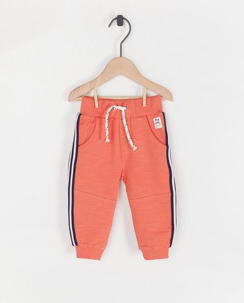 Jogger orange à rayures Feetje - sur le côté - Feetje