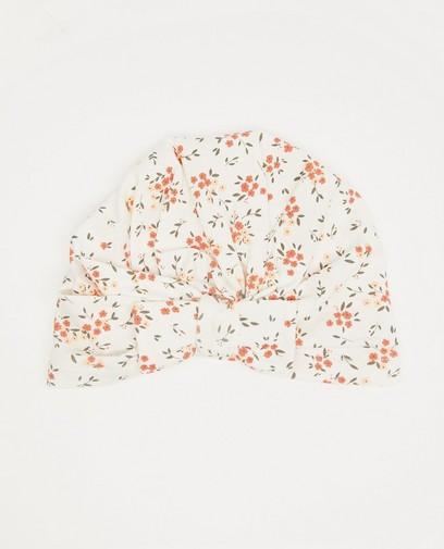 Wit mutsje met bloemenprint