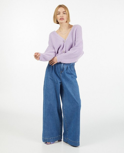 Cardigan lilas avec des boutons décoratifs - fin tricot - Ella Italia
