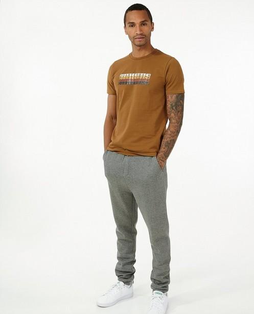 Biokatoenen T-shirt in bruin - met print - Quarterback