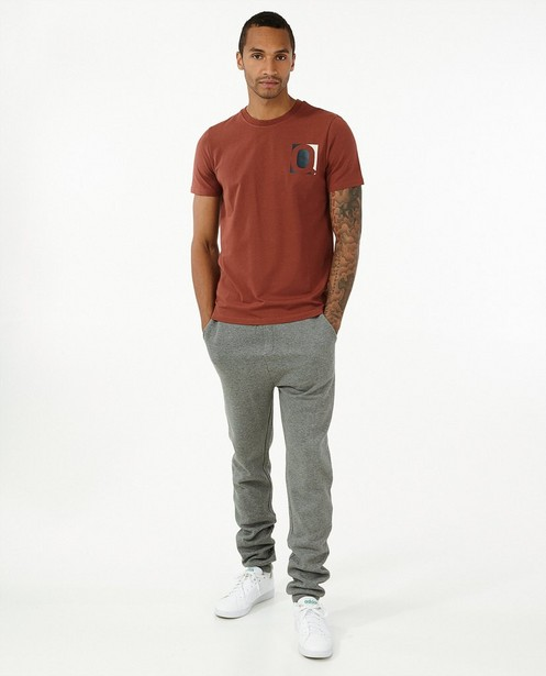 Biokatoenen T-shirt in roodbruin - met print - Quarterback