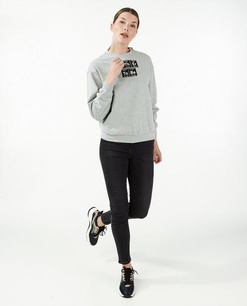 Grijze sweater met print - moleculen - Familystories