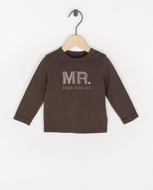 T-shirt à manches longues en coton bio avec une inscription - brun foncé - Cuddles and Smiles