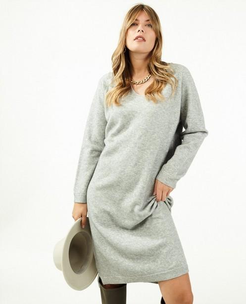 Kleedjes - Gebreide jurk in lichtgrijs